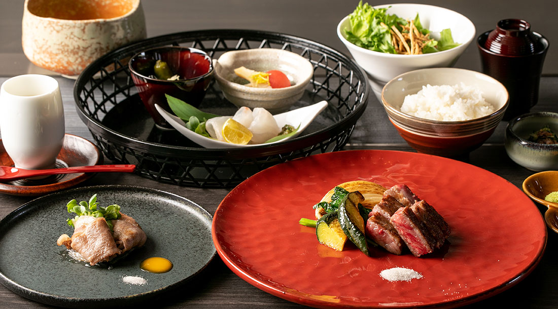 10ee01cbc54 The course that you can enjoy dishes using seasonal Japanese ingredients  and A5 grade marbled Kobe-beef grilled shabu-shabu and steak.